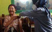 Nenek Tertua di Kota Tegal Divaksinasi Covid-19