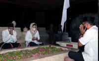 Nadiem Makarim Ziarah ke Makam Bung Karno di Blitar
