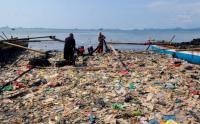 Begini Kondisi Pantai Sukaraja yang Tertutup Sampah Rumah Tangga