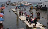 Banjir Rob Landa Kawasan Pelabuhan Kaliadem