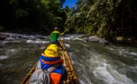 Serunya Wisata Arum Jeram dengan Rakit Bambu di Aliran Sungai Amandit Kalimantan