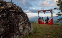 Pemuda Desa Kembangkan Potensi Wisata Alam Perbukitan Buntiede