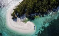 Pulau Adrenan Maluku Miliki Pantai Indah Tiada Duanya