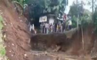 Viral Gunung Salak Terbelah Akibat Banjir Bandang di Sukabumi?