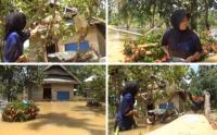 Saking Cintanya ke Ayam, Ibu-Ibu Ini Enggan Mengungsi meski Dikepung Banjir