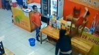 Toko Makanan Cepat Saji di Tangerang Disatronin Preman
