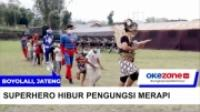Tokoh Superhero Hibur Anak-Anak Pengungsi Gunung Merapi