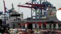 KRI Kurau Bawa Satu Kantong Body Part dan Tiga Serpihan Pesawat