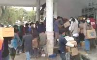 Detik-Detik Penjarahan Posko Logistik Bantuan Gempa di Mamuju