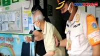 Antusiasme Lansia Ikuti Vaksinasi di Puskemas Petojo Selatan