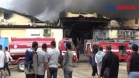 Kebakaran Gudang Penyimpanan Biji Plastik di Pantai Indah Dadap Tangerang, Banten