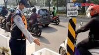 Pria Terjebak dalam Pot Pembatas Jalur Sepeda