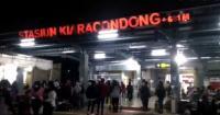 Stasiun KA Diserbu Penumpang Jelang Mudik Dilarang