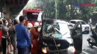 Dramatis! Evakuasi Pengemudi Terjepit Mobil Bak Terbuka