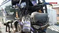 Rem Blong, Bus Tabrak Truk di Pintu Tol Kalikangkung Semarang