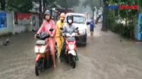 Diguyur Hujan Deras, Ruas Jalan di Ciracas Terendam Banjir 60 Cm