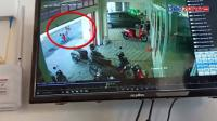 Bocah 7 Tahun Terekam CCTV Terlindas Minibus saat Bermain di Tengah Jalan