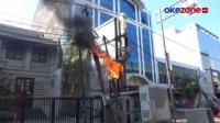 Gulungan Kabel di Tiang Listrik Terbakar, Diduga Korsleting Antarkabel