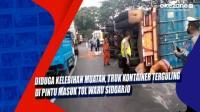 Diduga Kelebihan Muatan, Truk Kontainer Terguling di Pintu Masuk Tol Waru Sidoarjo