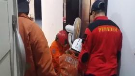 Ibu-Ibu Tajir Asal Surabaya Satu Jam Terjebak di Lift Rumah