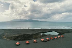Menjelajah Pantai Boom dan Pulau Merah, Spot Sunset Terbaik di Banyuwangi
