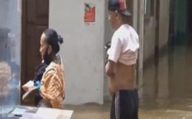 Banjir Satu Meter Rendam Rumah Warga Kebon Pala Jatinegara