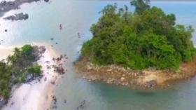 Eksotisnya Pantai Pulau Tiga di Kabupaten Bangka