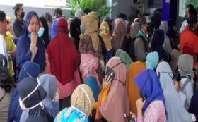 Demi Bantuan UMKM, Warga Tangerang Berdesakan Abaikan Protokol Kesehatan