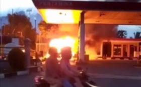 Minibus Angkut Tabung Gas Meledak saat Isi BBM di Pom Bensin Cianjur