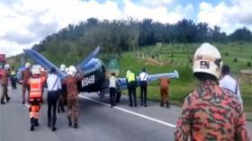 Pesawat Singapura Mendarat Darurat di Tol Malaysia