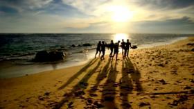 Indahnya Sunset Pantai Lampuuk Berpadu dengan Nuansa Bukit Barisan