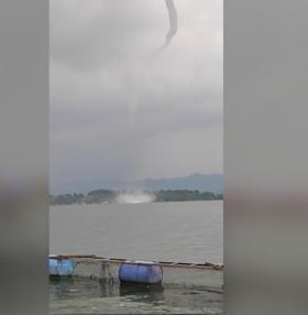 Angin Puting Beliung Terekam di Waduk Jatiluhur