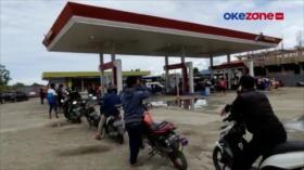 Warga Korban Gempa Mamuju Antre di SPBU untuk Dapat BBM