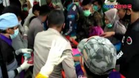 Proses Evakuasi Warga Yang Tertimbun Reruntuhan Di RS Mitra Manakarra