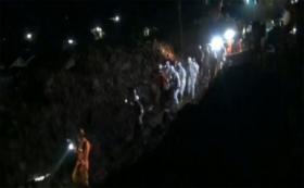Evakuasi Korban Longsor Sumedang, Jawa Barat