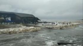 Gelombang Laut Terjang Permukiman Nelayan