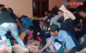 Warga Ulumanda Majene Berebut Bantuan Logistik dari Relawan