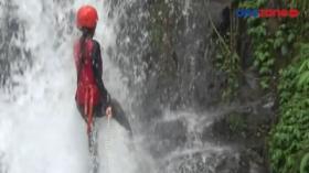 Pacu Adrenalin dengan Rappeling di Curug Pitu Banjarnegara