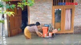 Banjir Bojonegoro, Warga Mengungsi ke Kantor Balai Desa