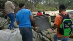 Warga Temukan Serpihan Sayap Pesawat di Pantai Bintan