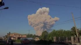 Luncuran Awan Panas hingga Abu Vulkanik Gunung Sinabung