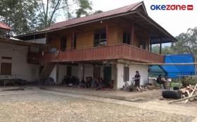 Rumah Duka Guru Korban Penembakan KKB Diwarnai Isak Tangis