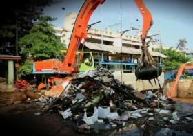 Pascabanjir, Sampah Menumpuk di Pintu Air Manggarai