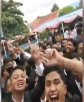 Pesta Kelulusan Siswa di Baubau Sulawesi Tenggara Abaikan Prokes
