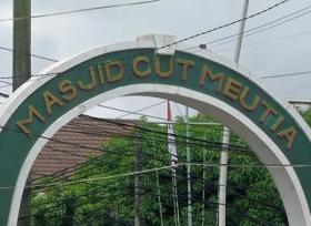 Sejarah Masjid Cut Meutia Jakarta, Bekas Kantor Pos dan Kereta Api