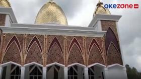Unik, Masjid Terapung Berkubah Emas di Sumbar