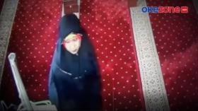Pura-Pura Salat, Wanita Mencuri di Masjid