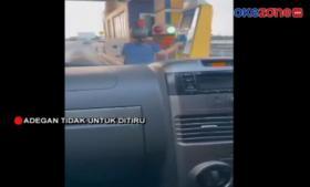 Viral! Pengendara Motor Masuk Jalan Tol