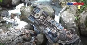 Truk Terjun ke Sungai, Sejumlah Orang Jarah Susu Kemasan