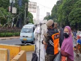 Razia Pedagang Kaki Lima di Tanah Abang Jakarta